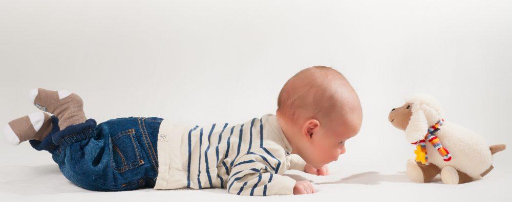 赤ちゃんの寝返りはいつ?息子のばあい